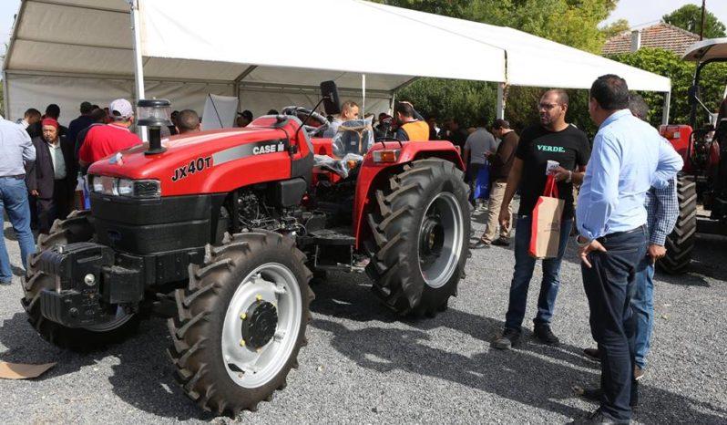 TRACTEUR AGRICOLE CASE IH JX40T plein